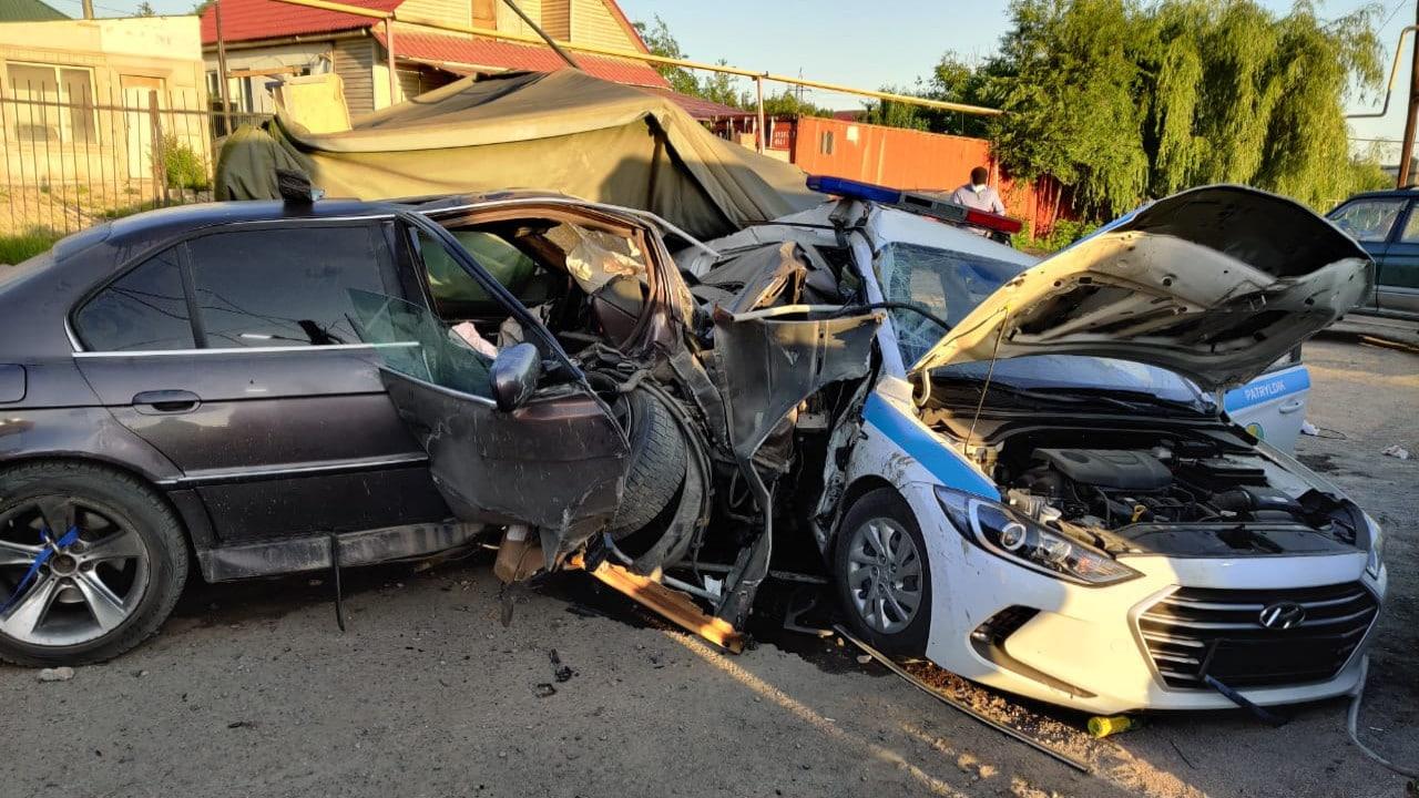 Пьяный водитель протаранил блокпост
